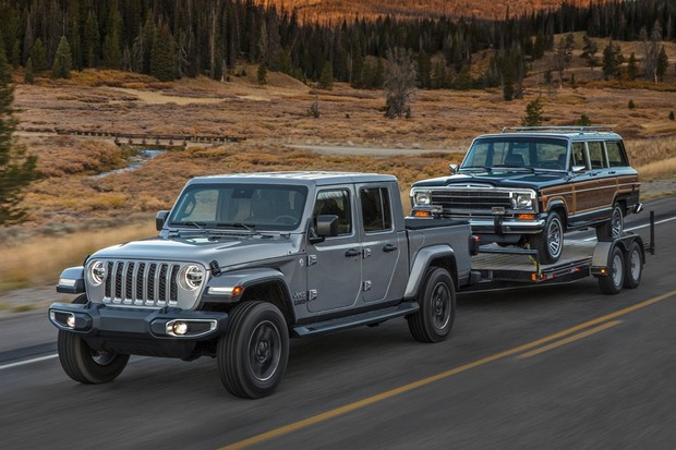 Capacidade de reboque é importante nos EUA e o Gladiator é capaz de levar até um Jeep Wagoneer (Foto: Divulgação)