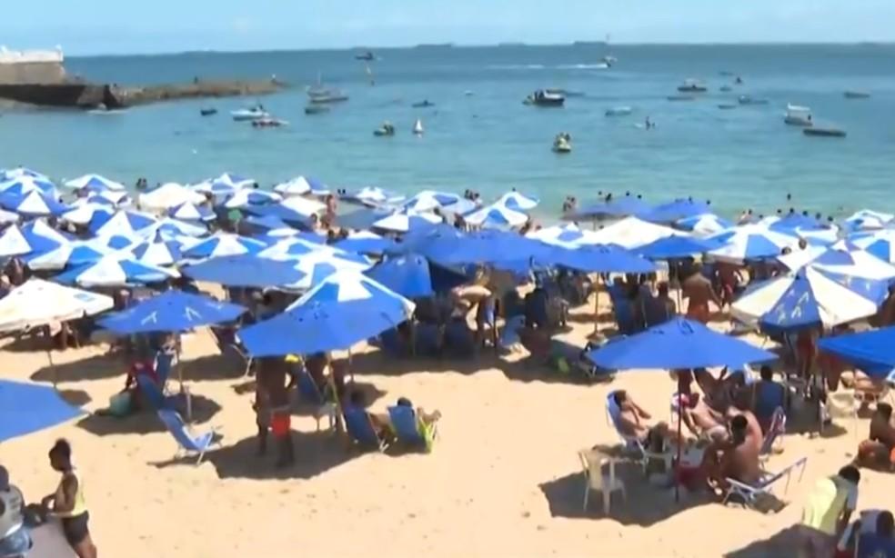 Praia do Porto da Barra registra grande número de pessoas nesta terça-feira (7) — Foto: Reprodução/TV Bahia
