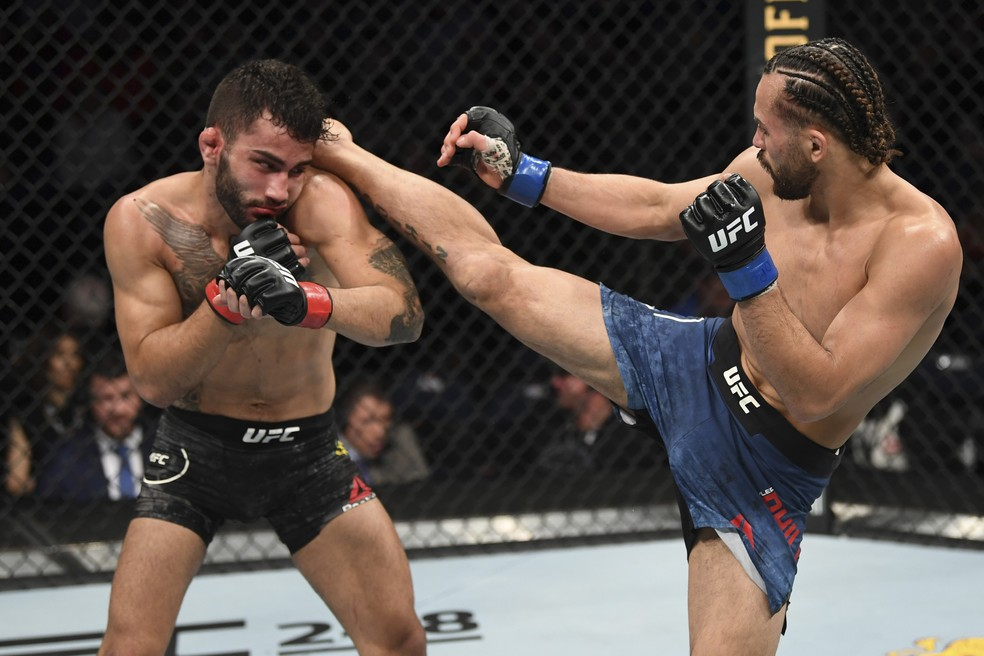Kyler Phillips acerta chute alto em Gabriel Silva no UFC Norfolk — Foto: Getty Images
