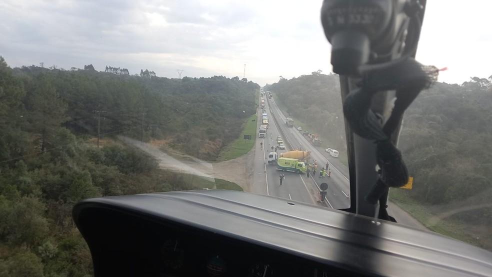 Acidente aconteceu na BR-277, em São José dos Pinhais — Foto: Polícia Militar