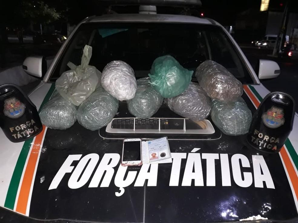 Polícia Militar apreendeu 8 quilos de maconha escondidos em uma residência em Juazeiro do Norte. — Foto: Divulgação