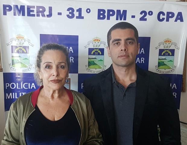Denis Furtado, o Dr. Bumbum, e a mãe, Maria de Fátima, foram presos pela PM nesta quinta-feira pela morte de Lilian Calixto em procedimento estético  (Foto: (Foto: Reprodução/PMERJ))