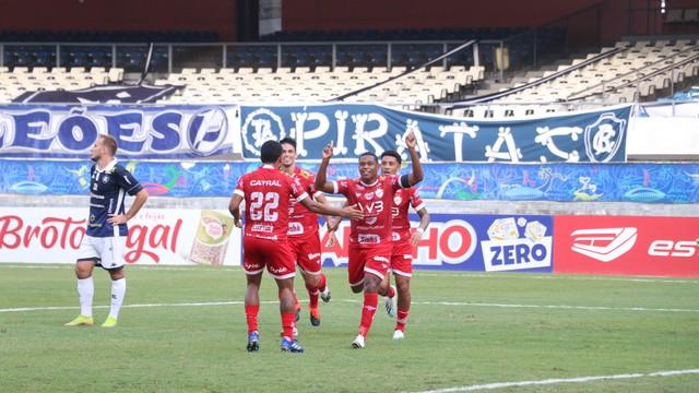 Alan Mineiro comemora gol no primeiro tempo