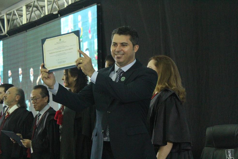 Marcos Rogério (DEM) aproveitou a oportunidade de discursar para agradecer o eleitor pelo voto. — Foto: Mayara Subtil/G1