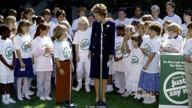 A então primeira dama Nancy Reagan liderou a campanha 'Just Say No', parte da guerra contra as drogas do governo Reagan (Foto: Getty Images via BBC)