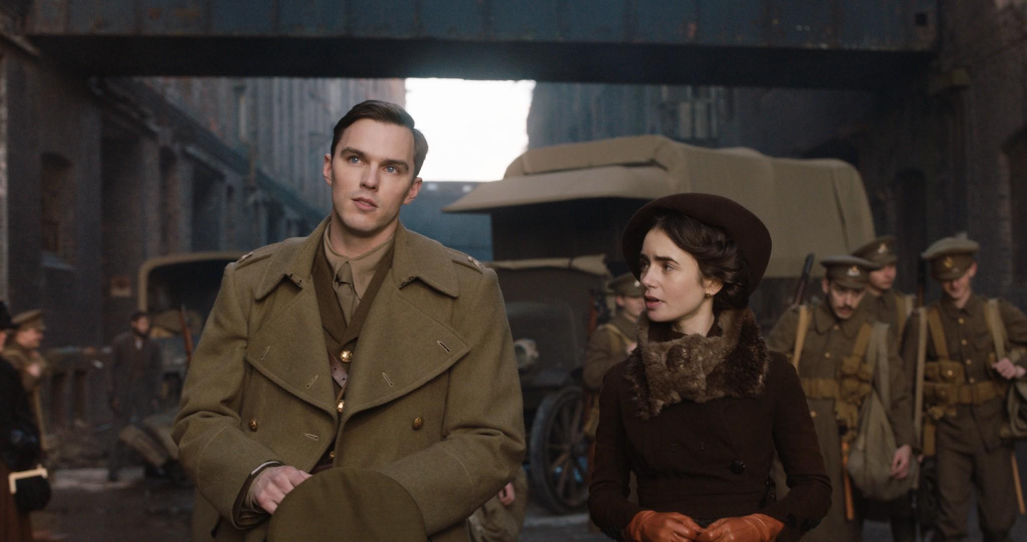 Nicholas Hoult e Lily Collins como Tolkien e Edith  (Foto: Divulgação)