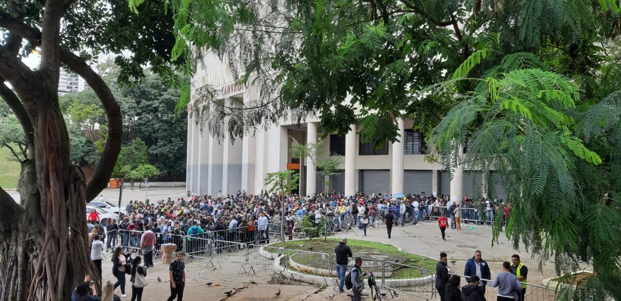 Fãs de Sandy e Junior acampam e fazem fila para comprar ingressos em São Paulo - Noticias
