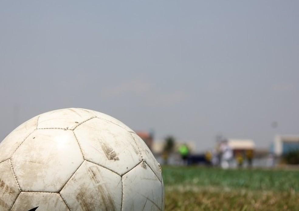 Bola de futebol — Foto: Hugo Crippa / Globoesporte.com