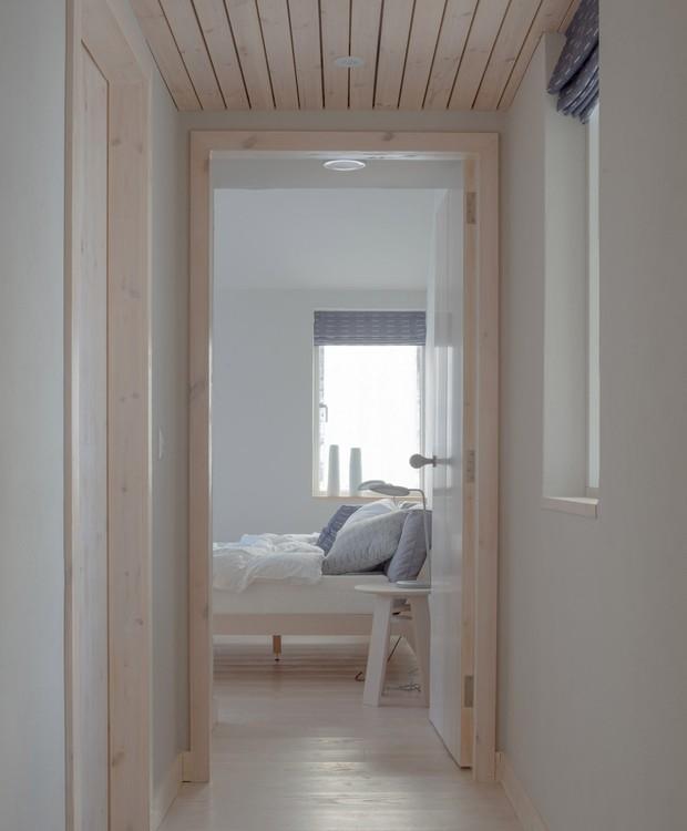 O teto é revestido por ripas de madeira (Foto:  Richard Fraser/ Deezen/ Reprodução)