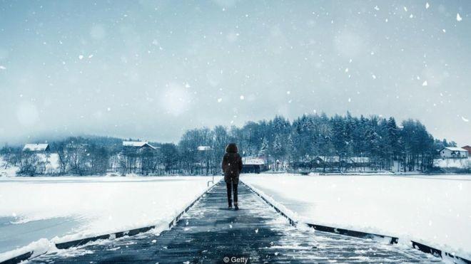 Quase 10% das pessoas no hemisfério norte são afetadas pelo transtorno afetivo sazonal no inverno (Foto: Getty Images via BBC News Brasil)