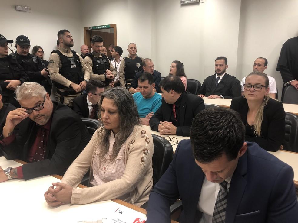 Réus assistem à leitura do veredito do caso Bernardo — Foto: Joyce Heurich/G1