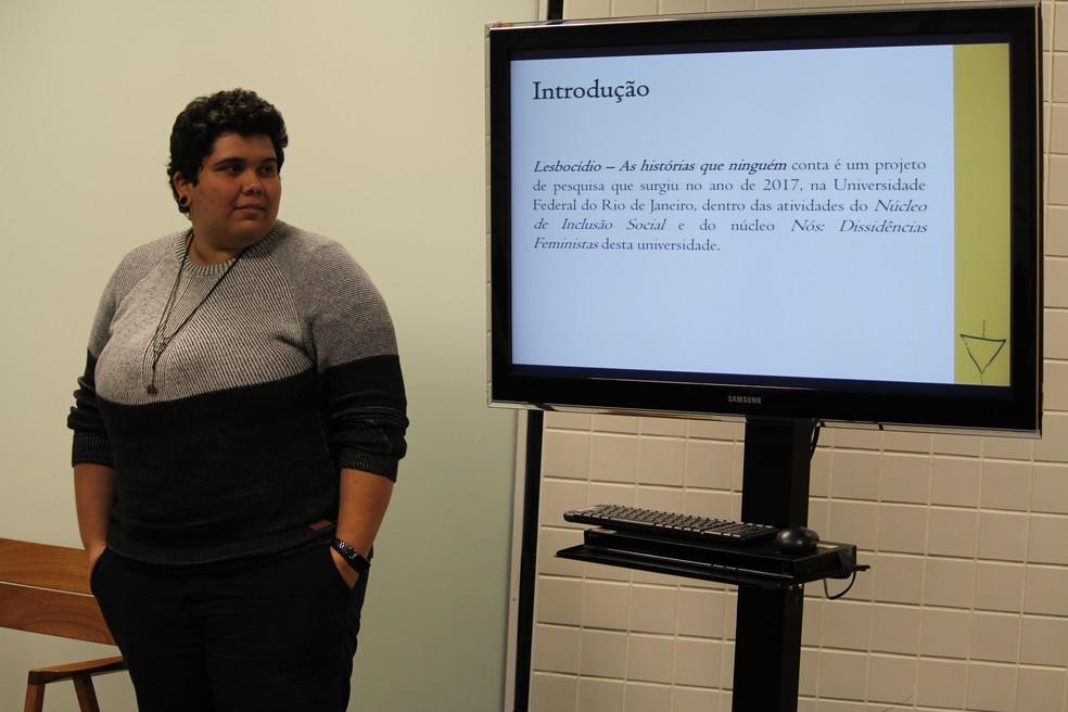 Palestrantes produziram o dossiê para alertar sobre negligência e preconceito com a condição lésbica — Foto: Carlos Dias/G1