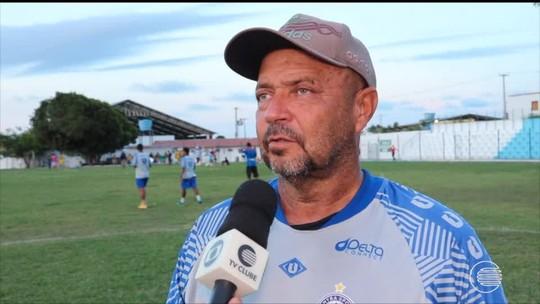 """Adelmo explica treinos no Pedro Alelaf às vésperas da estreia: """"Para saber os atalhos do campo"""""""