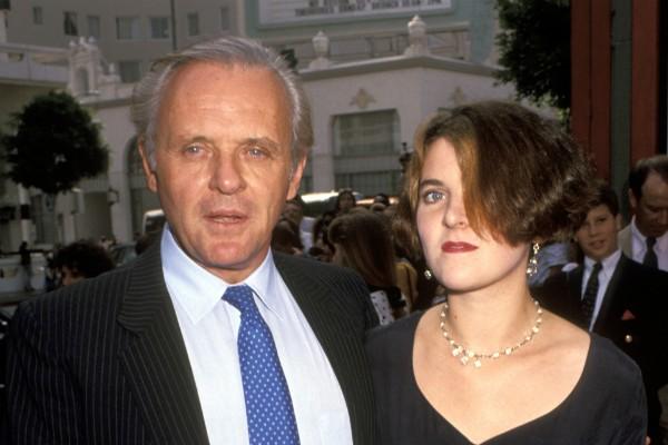 O ator Anthony Hopkins com sua filha, em uma foto datada de 1991 (Foto: Getty Images)
