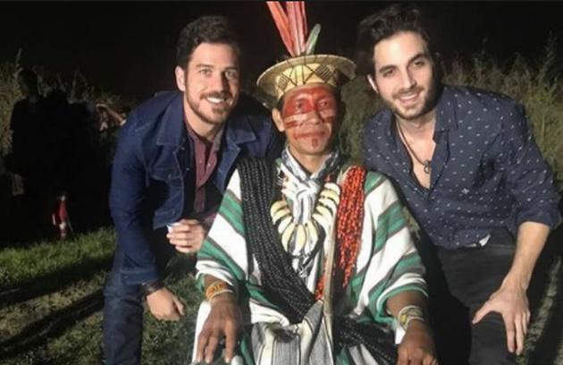 Zeca (Marco Pigossi) e Ruy (Fiuk) finalmente descobrirão a profecia do índio, que os uniu quando crianças (Foto: Reprodução)