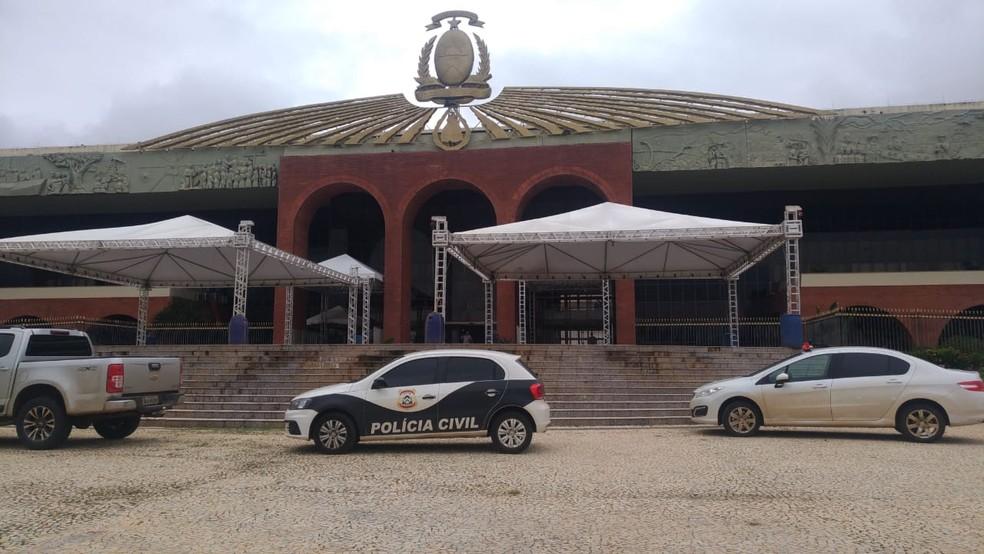 Polícia Civil cumpre mandados no Palácio Araguaia — Foto: Ana Paula Rehbein / TV Anhanguera