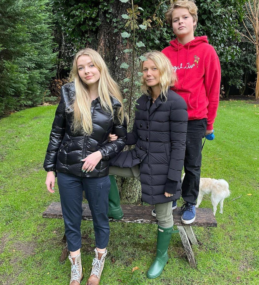 Gwyneth Paltrow com os filhos Apple e Moses (Foto: Instagram)