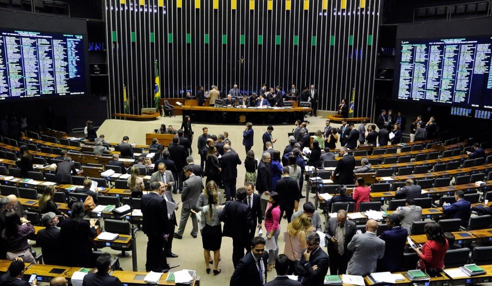 Deputados reunidos no plenário durante a sessão desta quarta-feira (5) — Foto: Luis Macedo/Câmara dos Deputados