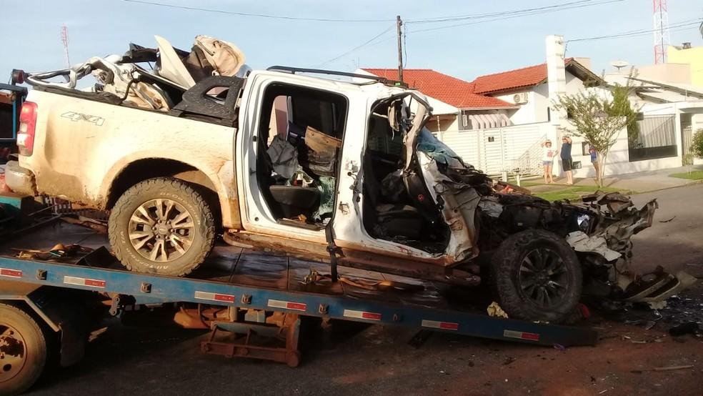 DJ estava em caminhonete que bateu em caminhão em Sinop — Foto: Plantão Policial Sinop