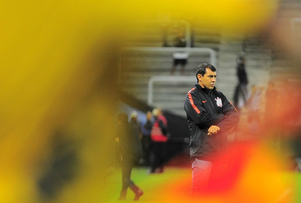 Fbio Carille durante a partida contra o So Bento Foto Marcos Ribolli