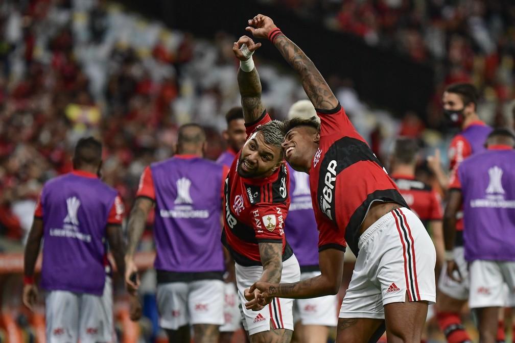 Gabigol e Bruno Henrique comemoram gol do Flamengo: dupla se entendeu muito bem mais uma vez — Foto: Staff Images / CONMEBOL