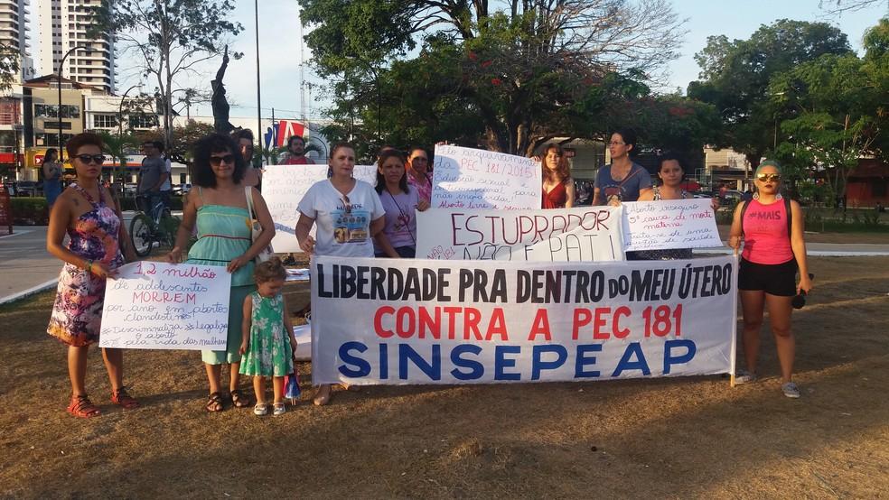 -  Ato contra a PEC 181 em Macapá foi na Praça Veiga Cabral  Foto: Rita Torrinha/G1