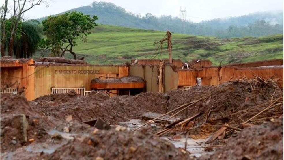 Uma escola de Bento Rodrigues, distrito de Mariana, ficou totalmente destruída pela lama - 19 pessoas morreram na tragédia — Foto: Rogerio Alves/ TV Senado