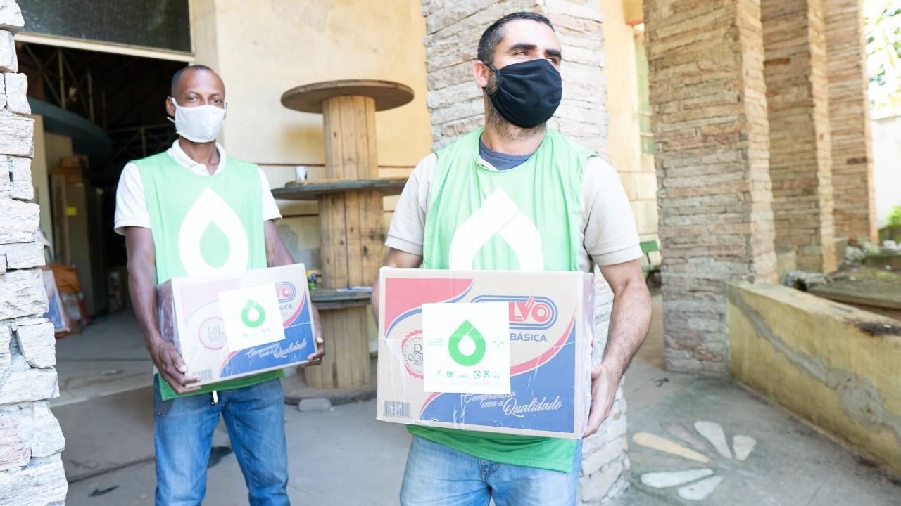Grupo doa 700 cestas básicas para comunidades do Rio