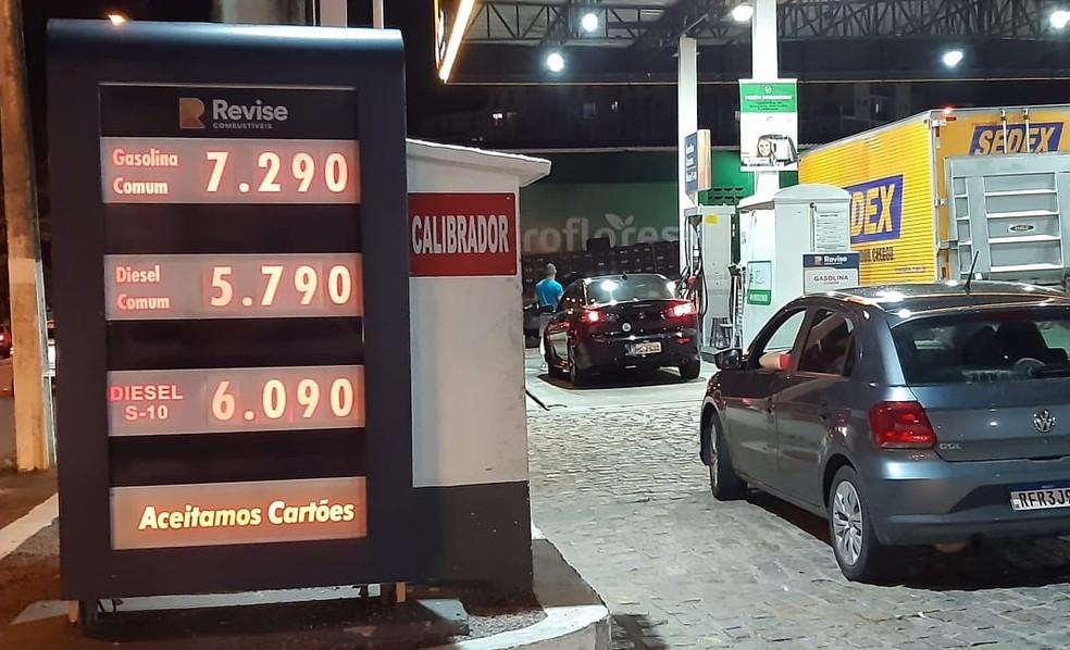 Posto de combustíveis vende gasolina a R$ 7,29 em Natal — Foto: Sérgio Henrique Santos/Inter TV Cabugi