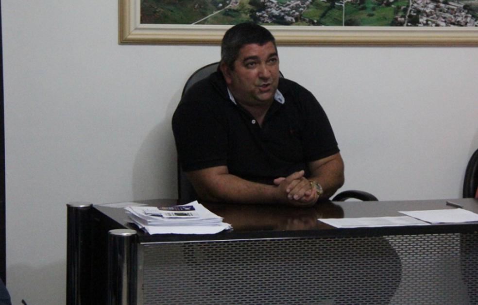 Prefeito Flávio Diniz Berriel, conhecido como Dezoito (PP), permanece no cargo até o julgamento em instância superior (Foto: Divulgação/Prefeitura de Aperibé)