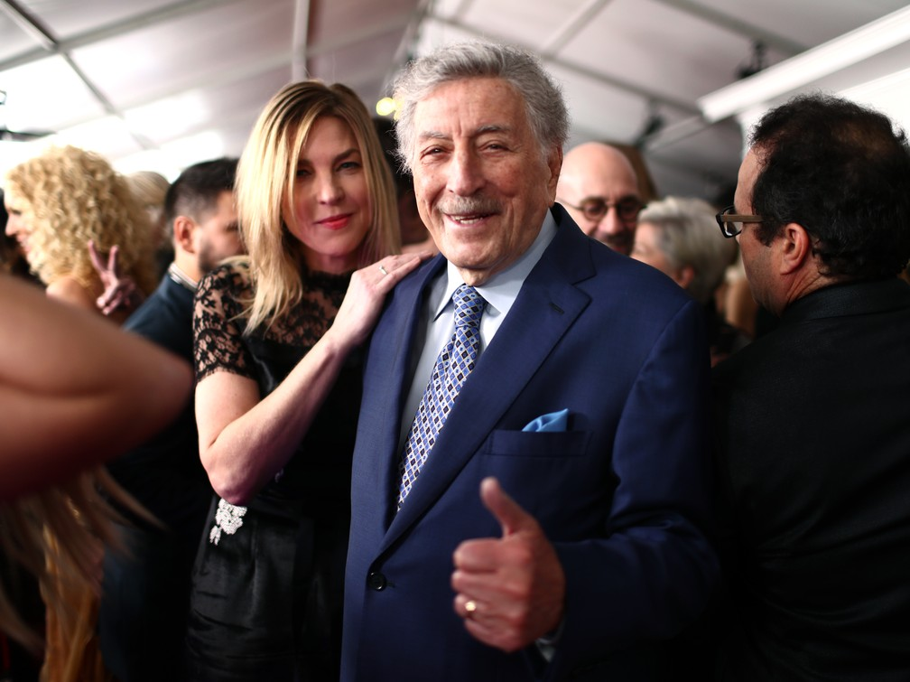Diana Krall e Tony Bennett chegam ao Staples Center, em Los Angeles, para 61º Grammy — Foto: Rich Fury / GETTY IMAGES / AFP