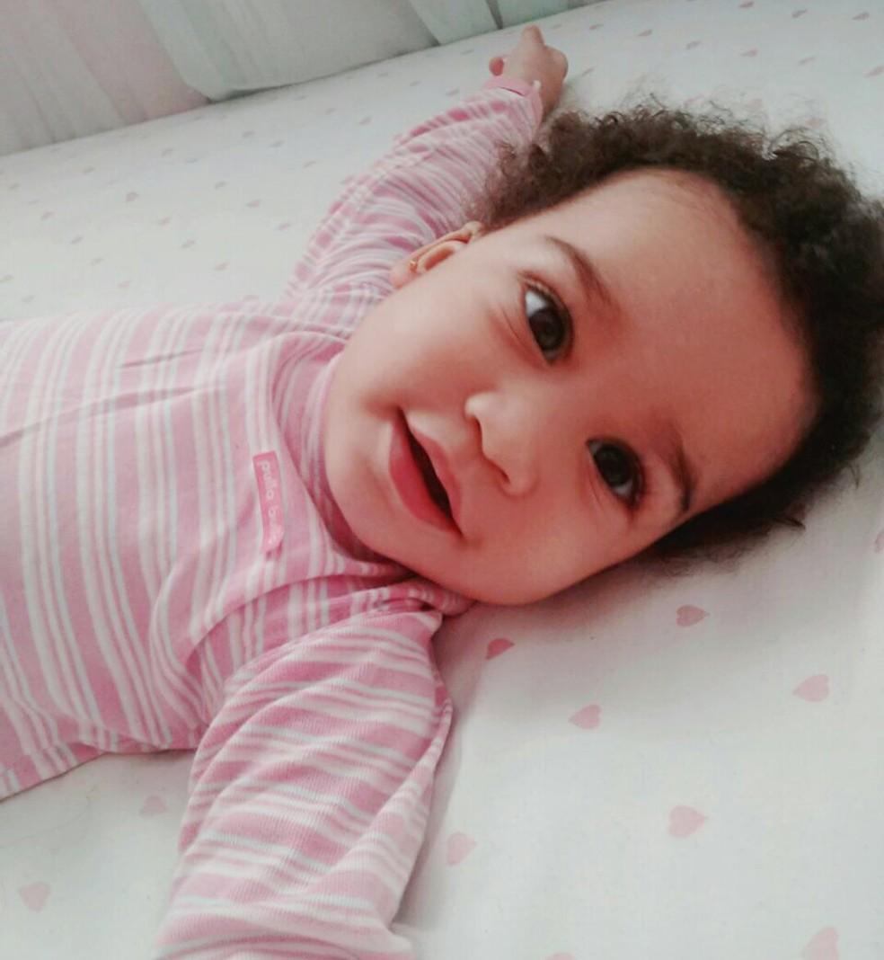 Laura Aroucha, de 3 anos, teve sete paradas cardiorrespiratórias, segundo a mãe dela (Foto: Luciene Sampaio Aroucha/Arquivo Pessoal)