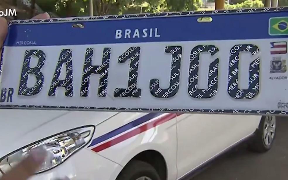 Placas padrão Mercosul serão instaladas na Bahia a partir dessa quarta-feira, dia 26 — Foto: Reprodução/TV Bahia