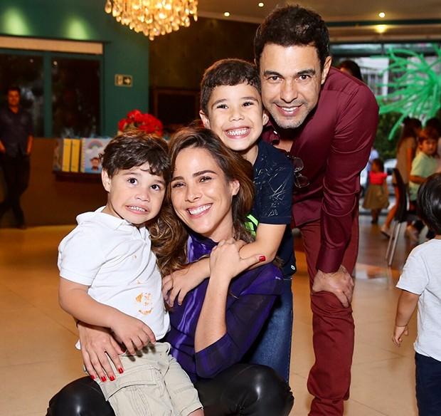 Wanessa Camargo com Zezé e os filhos, José Marcus e João Francisco (Foto: Manuela Scarpa/Brazil News)