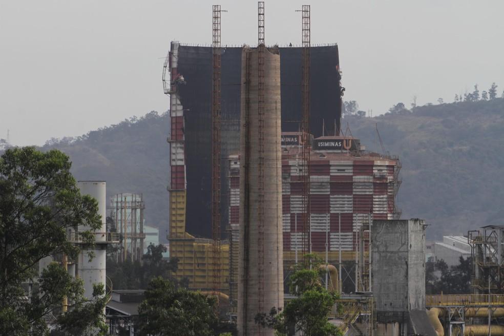 Explosão em um gasômetro deixa feridos e causa a evacuação da Usiminas em Ipatinga (MG), nesta sexta-feira (10) (Foto: Sergio Roberto/Futura Press/Estadão Conteúdo)