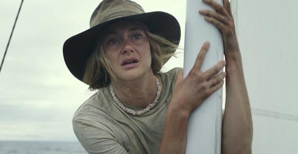 Filme mostra a história do casal Tami e Oldham e Richard Sharp (papel de Sam Claflin), que sobreviveram um mês no mar depois de seu veleiro ser atingido por um furacão (Foto: Divulgação)