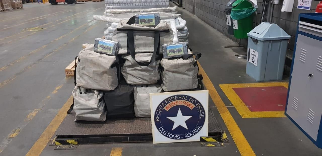 Receita Federal apreende 222 quilos de cocaína escondidos em carga de gergelim, no Porto de Paranaguá