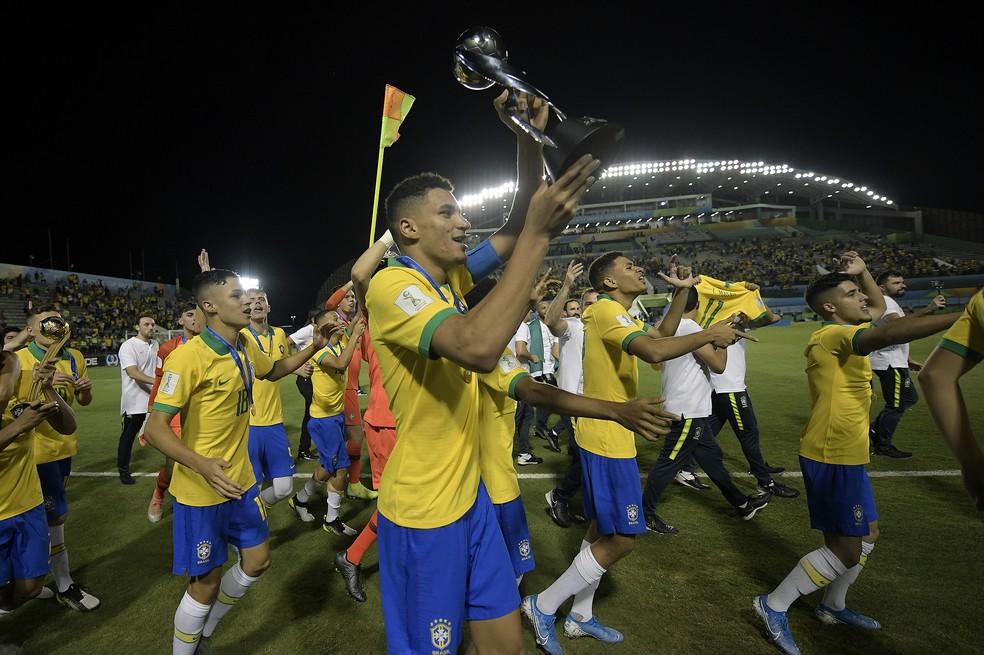 Conheça Henri: zagueiro campeão mundial que festeja espaço e sonha com chance no Palmeiras