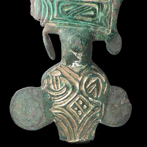 Broche decorativo encontrado pelos arqueólogos (Foto: Divulgação/ Universidade de Sheffield)