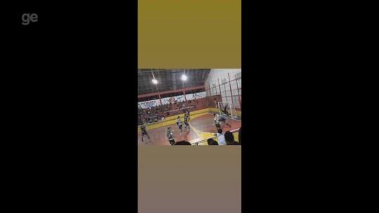 Goleiro faz defesa com movimento de capoeira em Copa de Handebol no AC; veja o vídeo