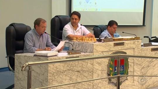 Vereador investigado na operação 'Arquivos Deslizantes' pede afastamento do cargo