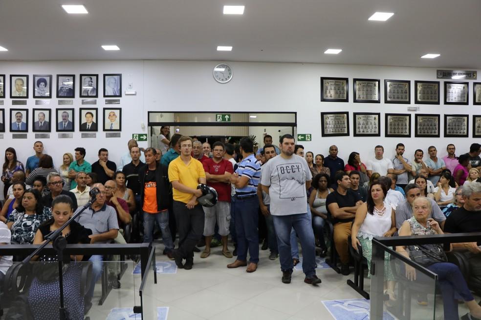 Centenas de pessoas acompanhar sessão da câmara de São Lourenço (MG). (Foto: Câmara Municipal)