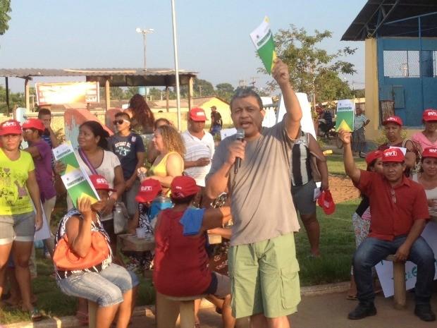 Constituição brasileira foi distribuída e explanações sobre a democracia foram feitos por autoridades, representantes de sindicatos e outros manifestantes (Foto: Mary Porfiro/G1)