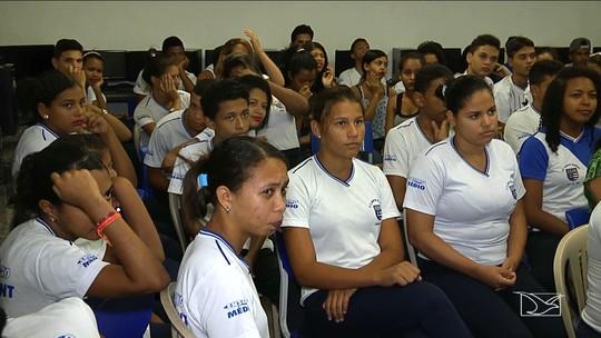 Estudantes participam de palestra sobre o meio ambiente