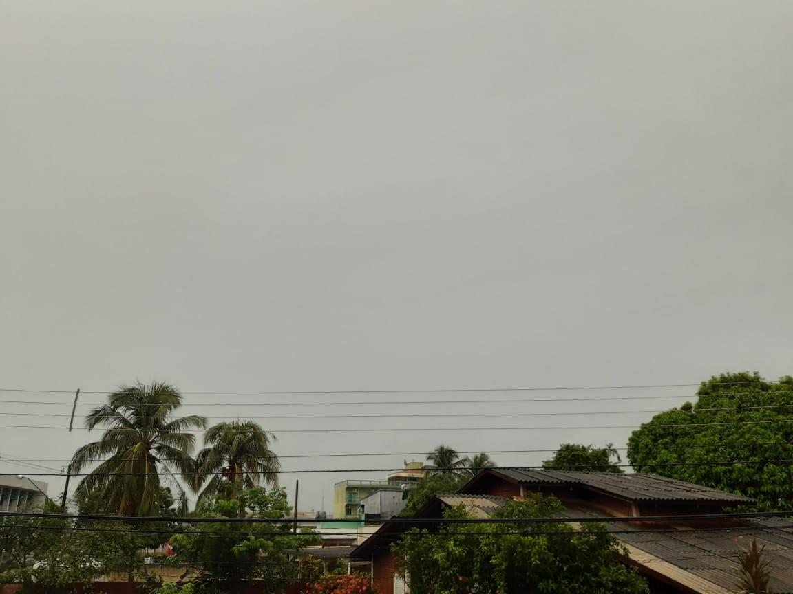 Segunda-feira (11) começa com muita chuva no Acre