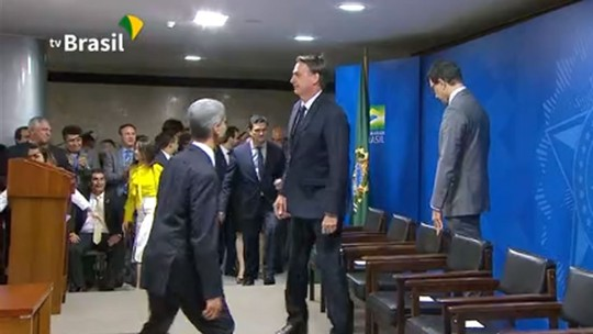 ASSISTA: Bolsonaro assina MP sobre venda de bens de traficantes