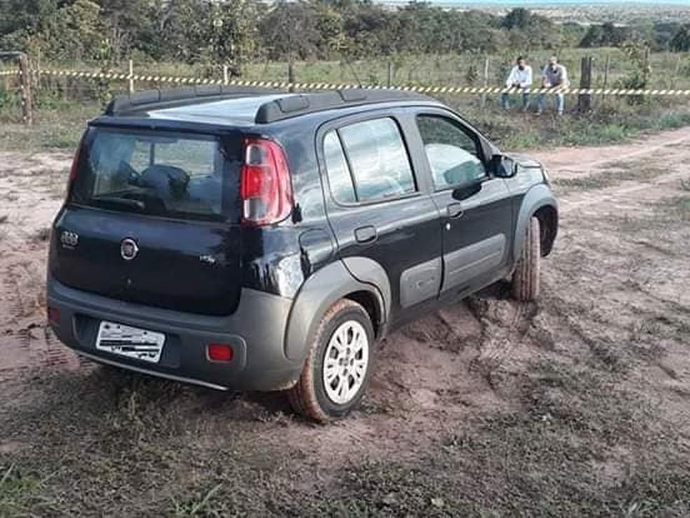 Vítimas foram encontradas morta dentro de carro às margens da BR-364 — Foto: Divulgação
