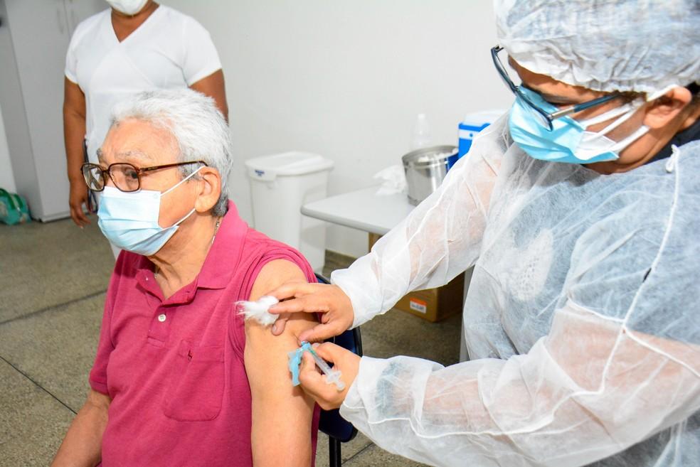 Idosos da Fundação Doutor Thomas, em Manaus, foram vacinados — Foto: Divulgação/Semcom