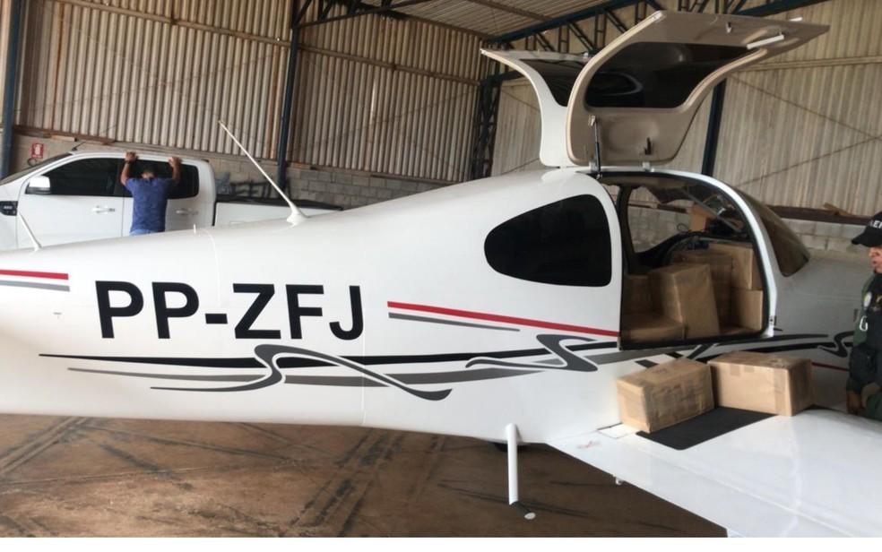 Operação apreende avião com carga ilegal de celular em Palmeiras de Goiás — Foto: Divulgação/ Polícia Militar