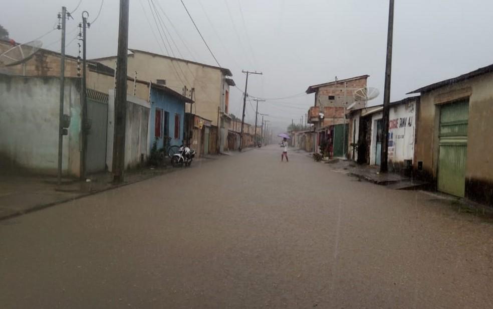 Chuva forte deixa ruas alagadas em Itamaraju, no sul da Bahia — Foto: Divulgação/Defesa Civil